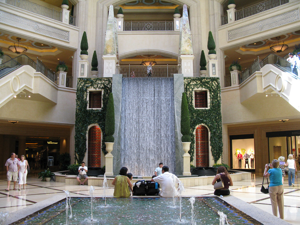 Fountain at Wynn Hotel