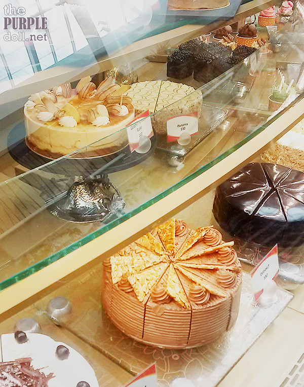 Whole cakes at Oasis Garden Cafe Solaire Sky Tower