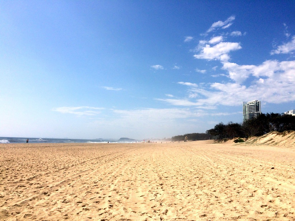 the beach - surroundings of sofitel gold coast-002