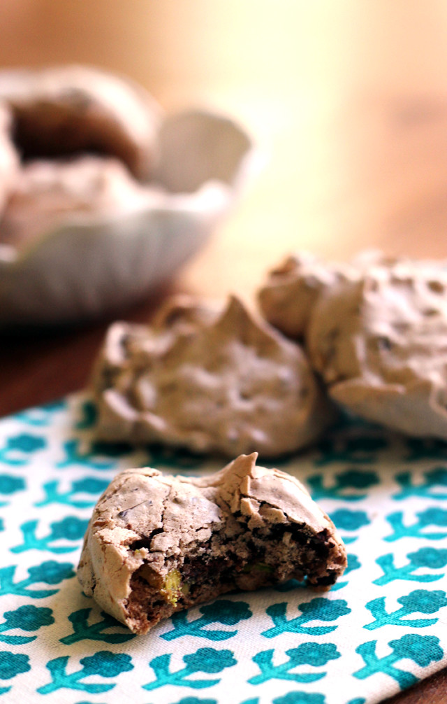 Pistachio-Chocolate Chip Meringue Cookies | Joanne Eats ...