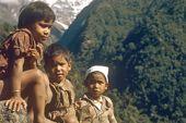 Gurung-Kinder im Modi Khola. Foto: Archiv Härter.