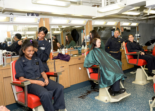 Women at Sea open salon for Sailors and Marines aboard MKI