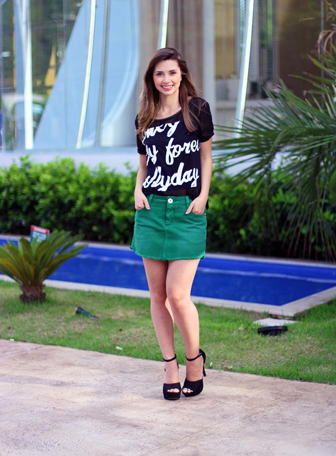 03-look saia jeans verde e blusa preta naguchi blog sempre glamour