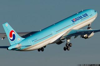 Korean Air Lines Airbus A330-323 cn 1576 F-WWYD // HL8002