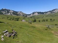 Las preciosas campas de Arraba y el Refugio Elorria