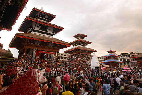 nepal sunset festival horizontal architecture temple asia ngc fete kathmandu asie foule coucherdesoleil nationalgeographic kathmanduvalley durbarsquare katmandou 2013 bertranddecamaret