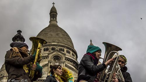Musicians in the Sacre Coeur, Paris - Músicos en el Sagrado Corazón, París