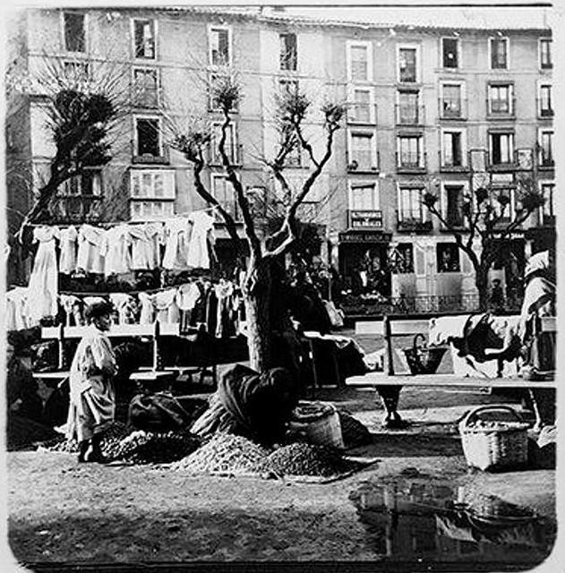 Mercado del Martes en Zocodover en 1904. Fotografía de Augusto T. Arcimis © Fototeca del IPCE, MECD. Signatura ARC-0738_P