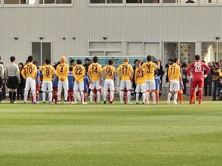 ユニフォームに着替え選手たちが登場。黄色のセカンドユニフォームが使用された。
