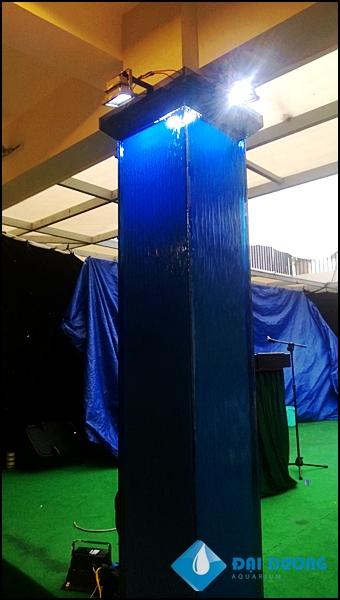 Thác nước trên kính tại nhà mẫu Scenic Valley