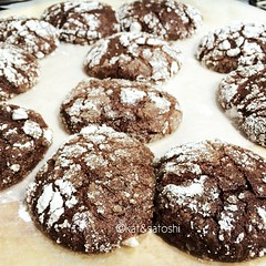 ginger molasses dark chocolate crinkles...got the idea from @sherimiya who got the idea from @whiteonrice these are so good♡ #baking #cookies #gingerbread #chocolate #darkchocolate #japan