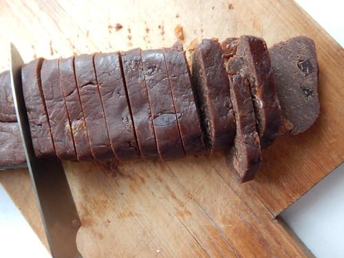 нарезаем колбаску
