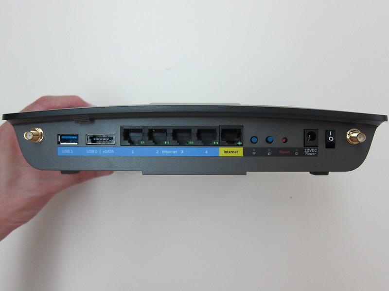 Linksys E8350 - Ports
