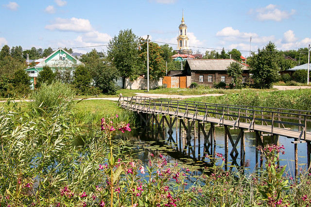 Pastoral wooden bridge in Suzdal, Russia スズダリ、牧歌的な木の小橋