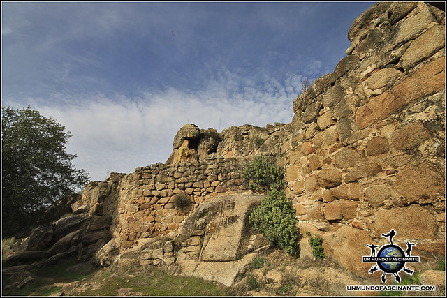Acceso a la Alcazaba de Ciudad de Vascos