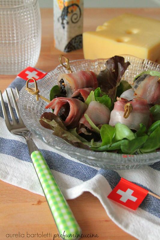 involtini di pancetta, prugne e Emmentaler