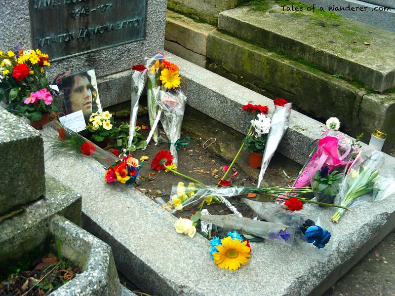 PARIS - Cimetière du Père-Lachaise - Tombe de Jim Morrison