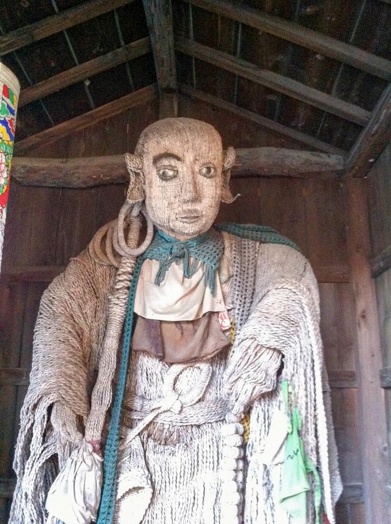 恐ろしい顔をした仏像