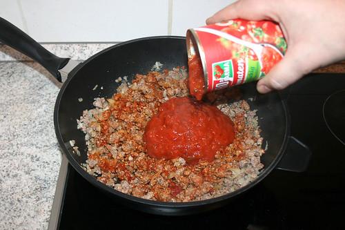 30 - Mit stückigen Tomaten ablöschen / Deglaze with tomato pieces