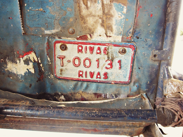 A Rivas license plate on an old dilapidated truck
