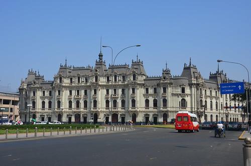 Ein Blick zum Zentrum Limas von der Plaza Grau.