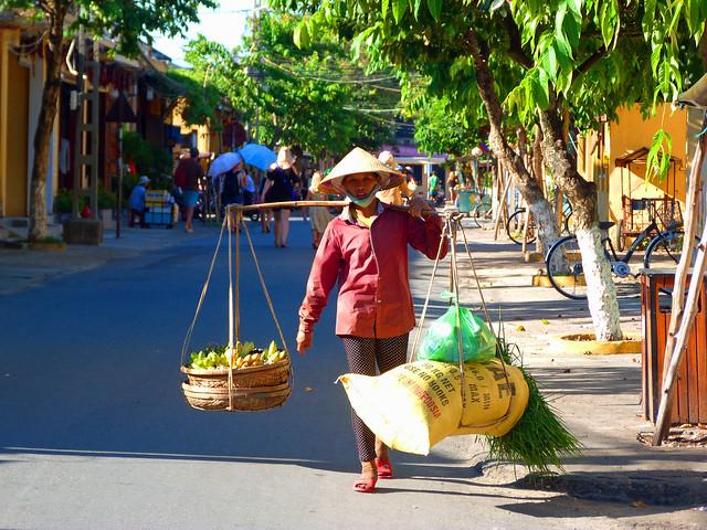 Mujer en Hoi An (Vietnam)
