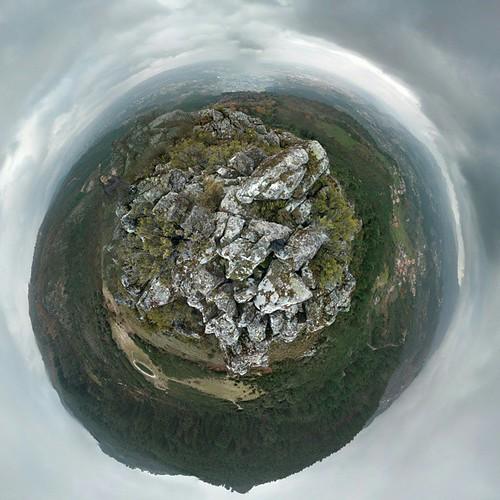 Planetita del Parque Natural de Alvão, Vila Real, Portugal. #Portugal #Bila #VilaReal #Alvão #Marão #planet #planeta #praneta #littleplanet #planetita #pranetinha #tinyplanet