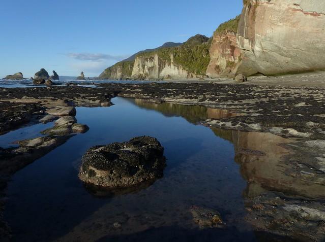Motukiekie Rocks & the Twelve Mile Bluff