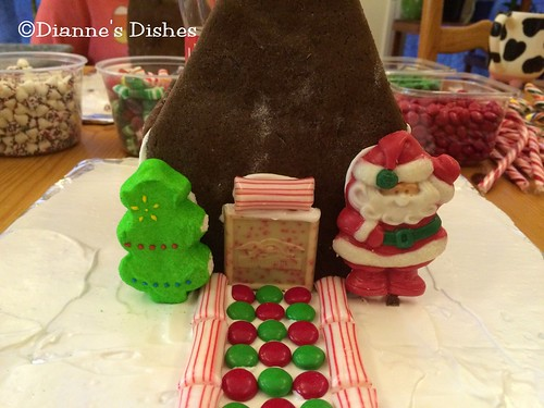 Gingerbread House: Decorating