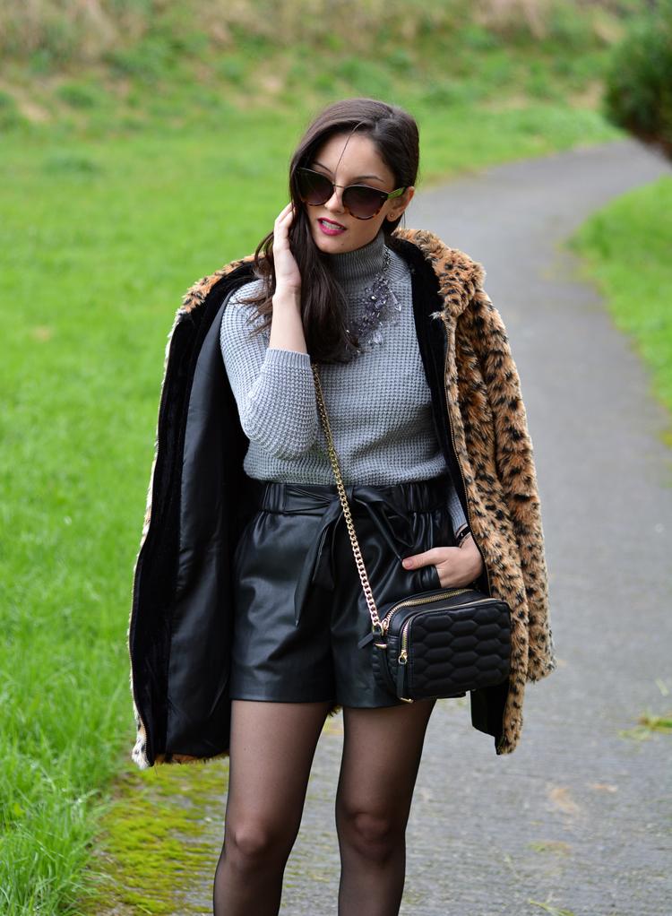 Zara_leopardo_abrigo_botines_stradivarius_bandolera_shorts_06