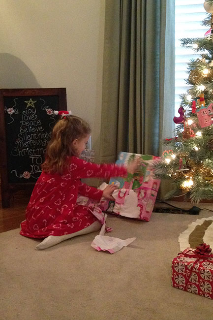 ChristmasEve_Aut-Opening-Gifts