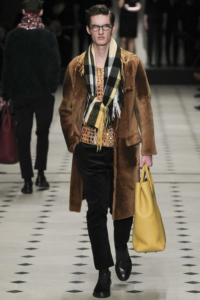 FW15 London Burberry Prorsum039(VOGUE)