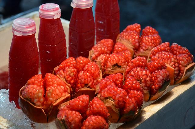 Zumo de Granada en los puestecitos de frutas de Chinatown en Bangkok