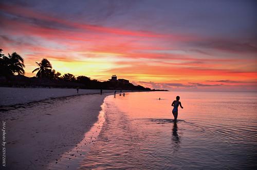 beach sunrise cuba trinidad caribbeansea sunglow 海灘 playaancón 火燒雲 古巴 加勒比海 brisastrinidaddelmar 德里尼達