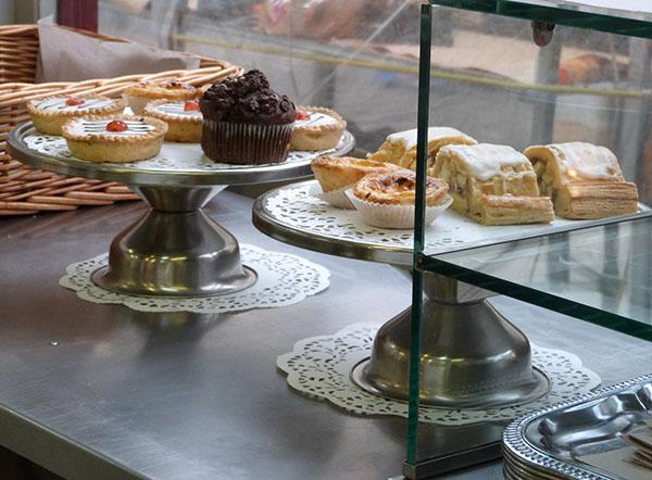 cupcake and bakewell tarts