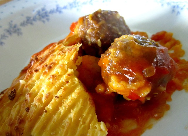 Baked meatball bolognese with mashed potatoes 2