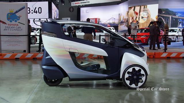 Toyota i-ROAD electric vehicle