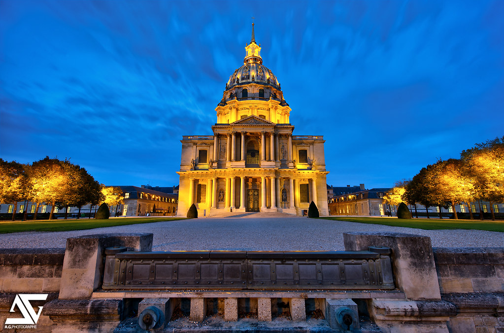 Les Invalides in Front in the Evening