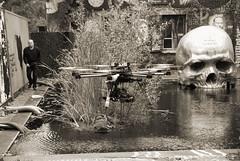 thierry Ehrmann: 27 sculptures monumentales de la Demeure du Chaos – Abode of Chaos qui vont vous projeter dans un monde mystérieux par le Daily Geek Show.