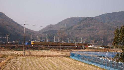 ぶらり有年旅 ゴトンゴトン列車が走る。