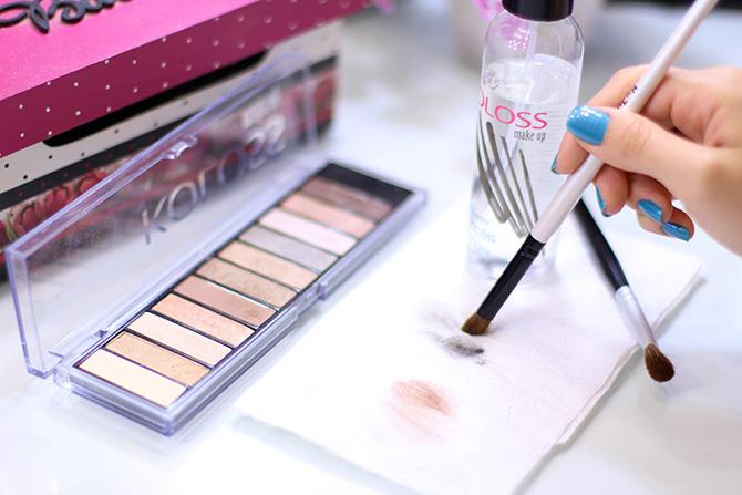 04- limpando pinceis de maquiagem em segundos higienizador de pinceis koloss