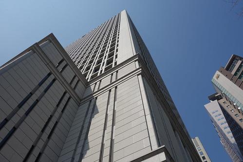 """Tokyo_5 東京都丸の内の高層ビルディングを撮影した写真。 """"日本生命丸の内ビル"""" である。"""