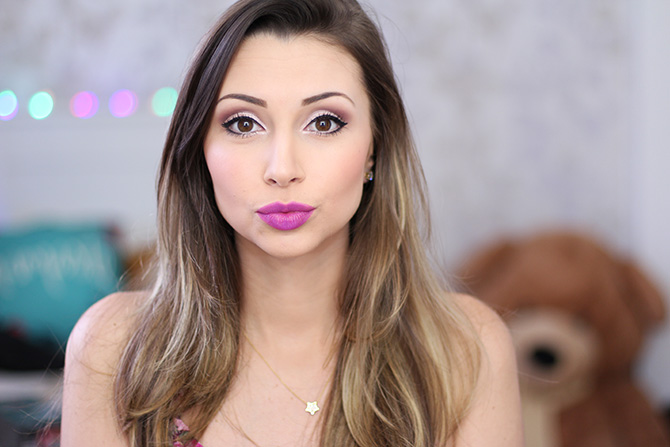02-maquiagem fácil para festa no fim do dia sempre glamour batom lilás luminoso avon