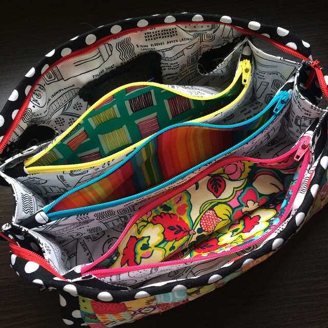 A peek at the bright pops of color on the inside of my #sewtogetherbag :)