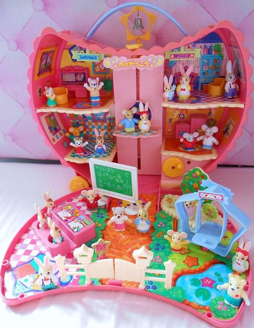 Takara Furry Families Moon Schoolhouse