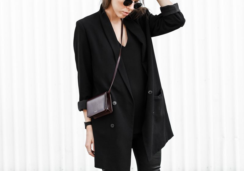 MODERN LEGACY fashion blog street style Saint Laurent bag boyfriend blazer leather leggings all black  (1 of 1)