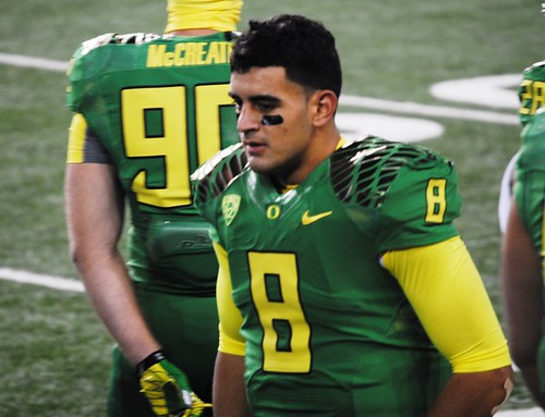Marcus Mariota on the sideline