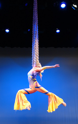Shanghai Circus lady in rope2