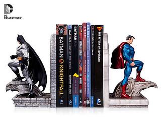 DC Collectibles – 【超人 vs. 蝙蝠俠】Superman vs. Batman 媽媽我會好好讀書之造型書擋