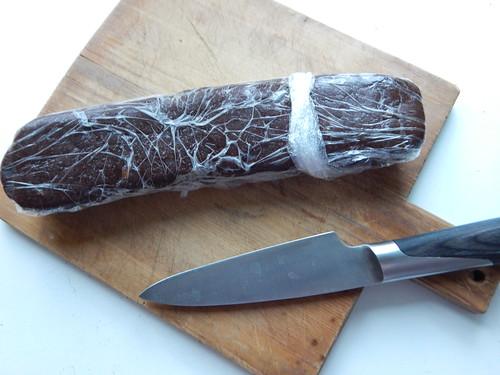 поленце и нож